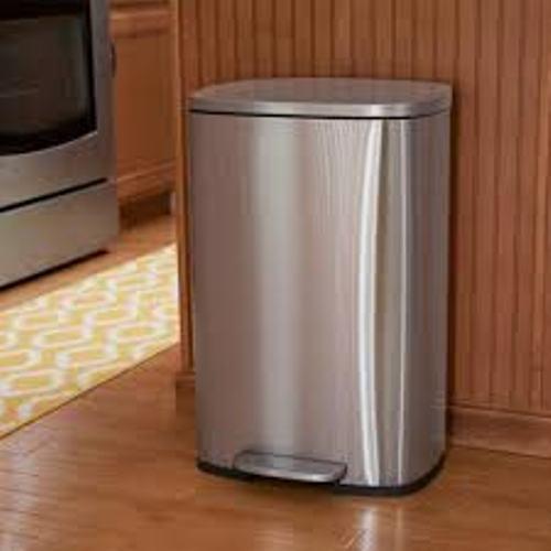 trash-bin-must-have-in-their-kitchen